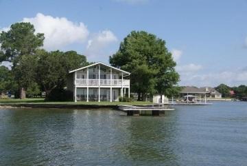 lake houses for rent. Black Bedroom Furniture Sets. Home Design Ideas